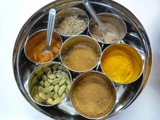 インドの香辛料入れ.jpg