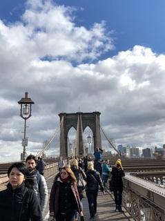 ブルックリンブリッジを渡る2.jpg