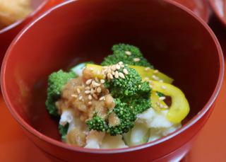 ブロッコリーとカリフラワーの胡麻酢かけ.jpg