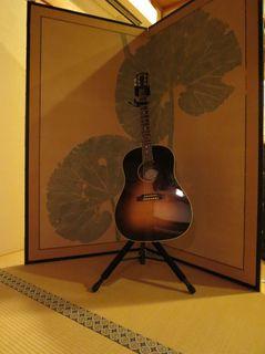 佐々木リョウさんのギター.jpg