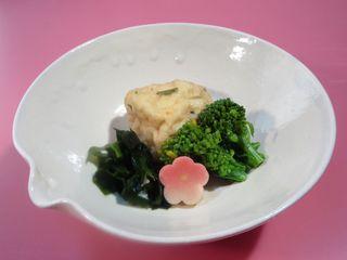 菜の花とわかめと梅の生麩の炊きあわせ-1.JPG