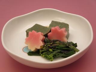 蓬麩と桜の炊きあわせ.jpg
